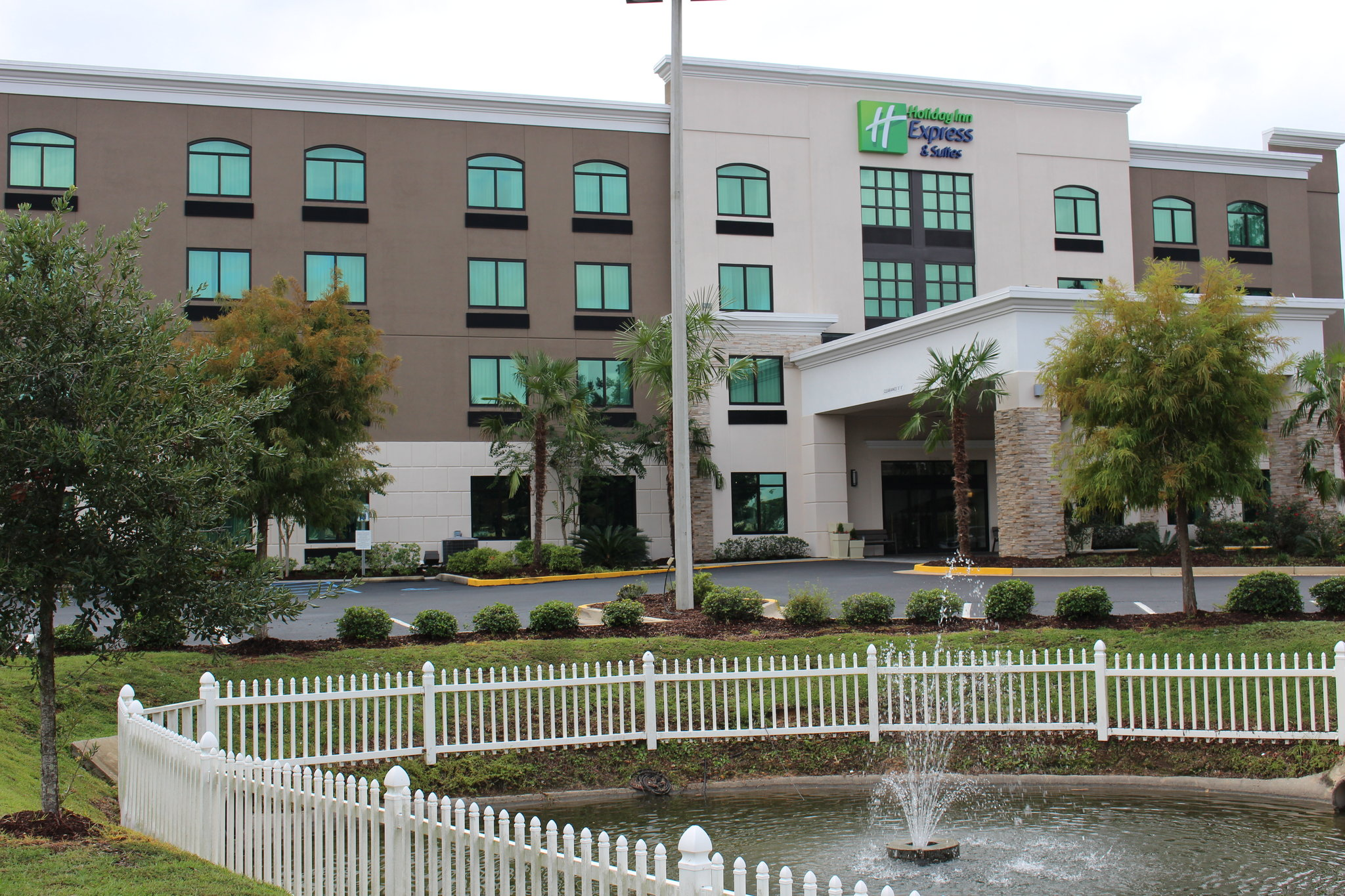 Holiday Inn Express & Suites MOBILE WEST - I-10