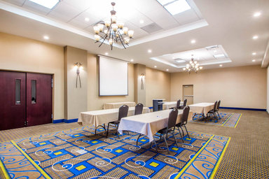AirNav: Hotel: HOLIDAY INN EXPRESS & SUITES ALBANY AIRPORT