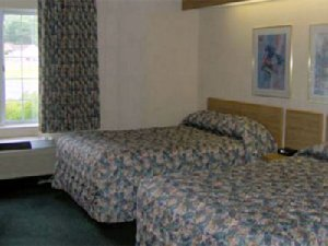 Room - Charlevoix Inn & Suites