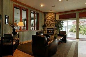 Lobby - Inn on Long Lake Nanaimo
