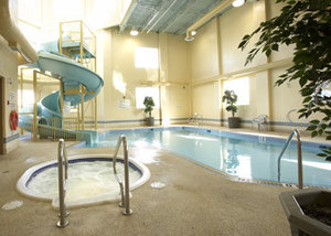 Pool - Glenmore Inn Calgary