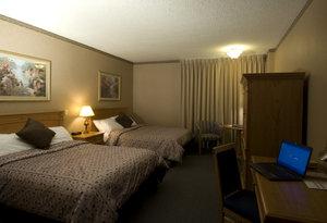 Room - Glenmore Inn Calgary