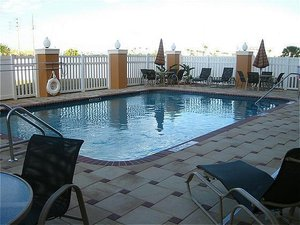 Pool - Holiday Inn Express Hotel & Suites Davenport