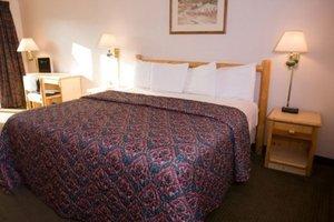 Room - Cobblestone Hotel & Suites Connellsville