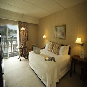 Room - Molly Pitcher Inn Red Bank