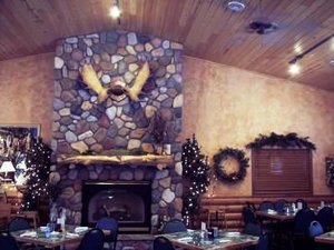 Restaurant - Pine Peaks Lodge & Suites Crosslake
