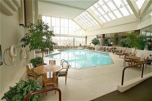 Pool - Crowne Plaza Hotel Madison