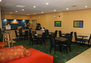 Lobby - Fairfield Inn by Marriott Hays