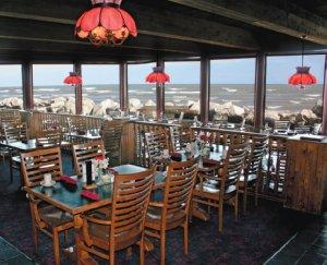 Restaurant - Lighthouse Inn Lake Michigan Two Rivers
