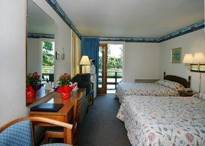 Room - Green Harbor Waterfront Lodging Falmouth