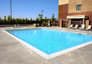 Pool - SpringHill Suites by Marriott Fresno