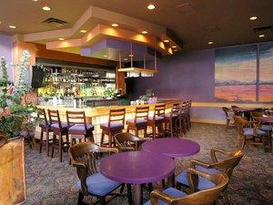 Bar - Executive Royal Inn West Edmonton