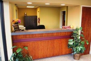 Lobby - University Inn & Suites Tallahassee