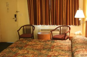 Room - University Inn & Suites Tallahassee