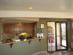 Lobby - Mesa Inn Grand Junction