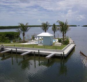 Pool - Islander Bayside Suites Islamorada