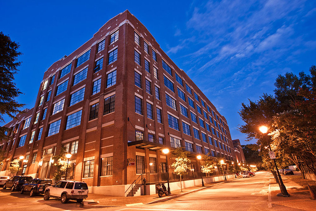 Richmond Furnished Apartment Exterior Nighttime