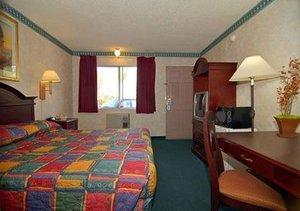 Room - Rodeway Inn Maingate Anaheim