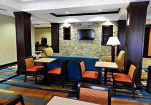 Restaurant - Fairfield Inn & Suites by Marriott Slippery Rock