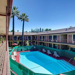 Exterior view - Studio City Courtyard Hotel