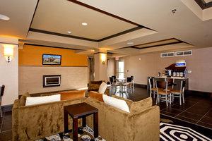 Lobby - Holiday Inn Express Hotel & Suites Newton