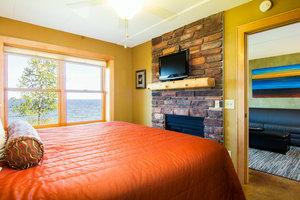 Room - East Bay Suites Grand Marais