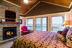 Room - Larsmont Cottages Two Harbors