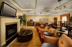 Lobby - Holiday Inn Express Hotel & Suites Schererville