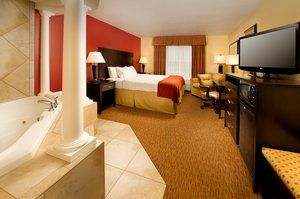 Suite - Holiday Inn Express Hotel & Suites Schererville