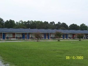 Exterior view - Four Oaks Lodging