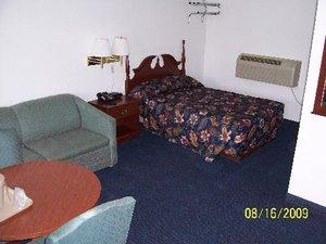 Room - Four Oaks Lodging