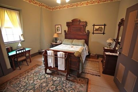 Charles Oldfield Rm w Double Bed