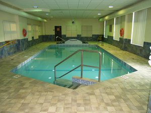 Pool - Humphry Inn & Suites Winnipeg