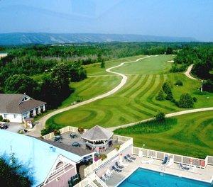 Pool - Living Stone Golf Resort Collingwood
