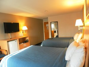 Suite - Ambassador Inn & Suites South Yarmouth