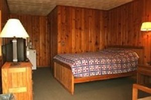 Room - Lost River Grill Motel