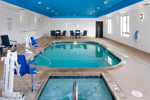 Pool - Holiday Inn Express West Hutchinson