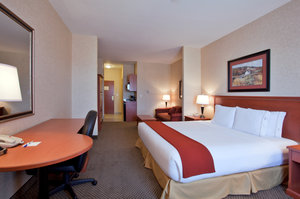 Suite - Holiday Inn Express Hotel & Suites Airdrie