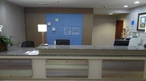 Lobby - Holiday Inn Express Hotel & Suites Tuscaloosa