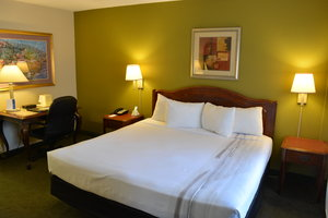 Room - Chicago Lake Shore Hotel
