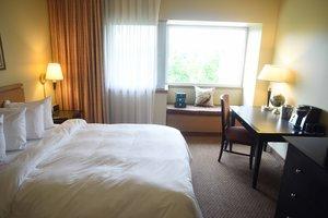 Room - Oak Ridge Hotel Chaska