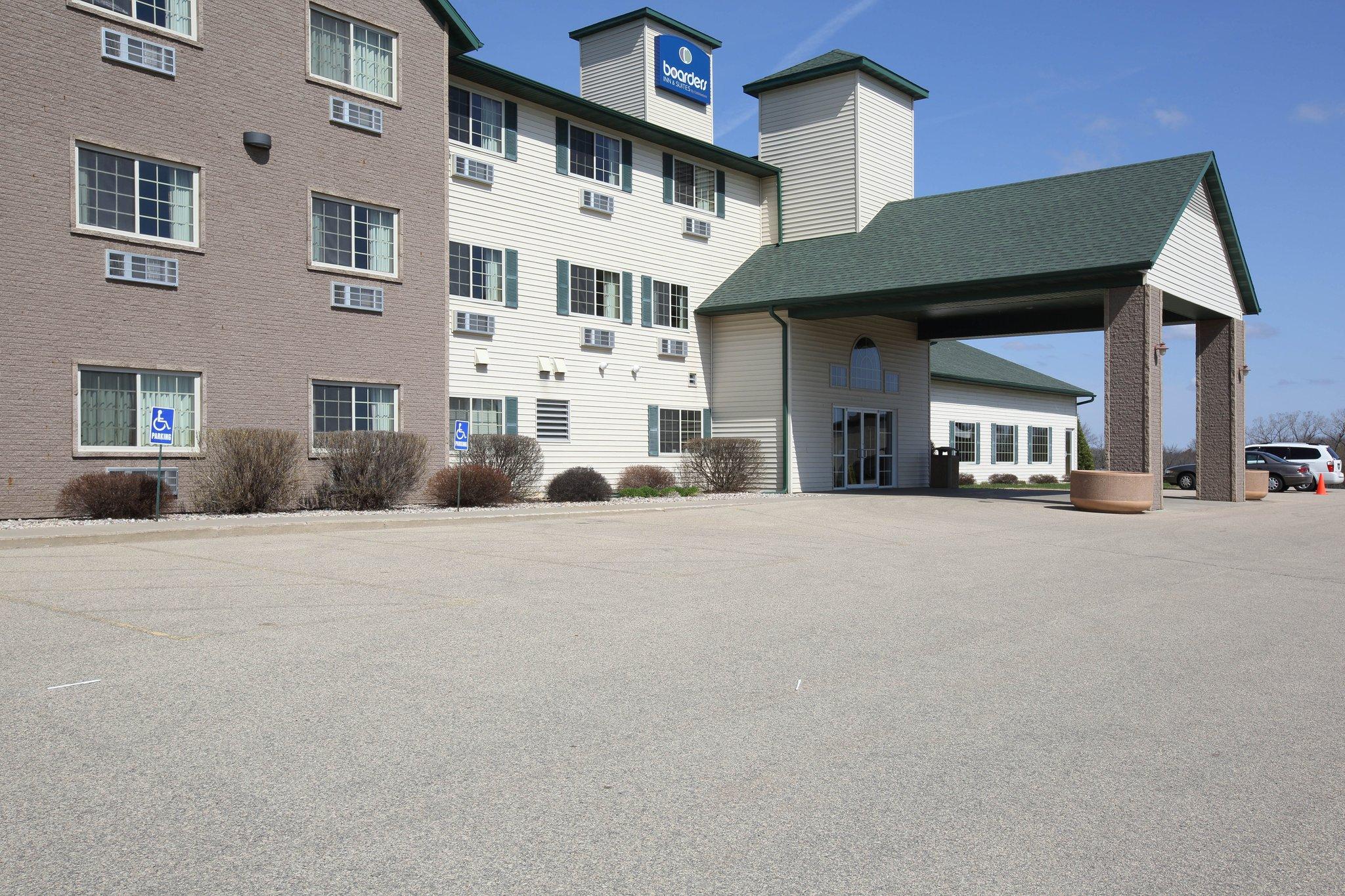 Shawano, WI - Boarders Inn & Suites