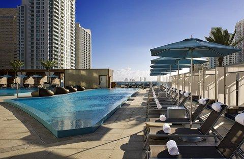 EPIC Hotel Pool Lounge