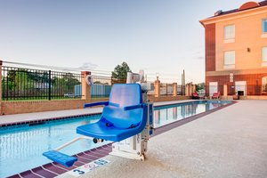 Pool - Holiday Inn Express Hotel & Suites Raceland