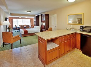 Suite - Holiday Inn Express Hotel & Suites Cape Girardeau