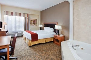 Suite - Holiday Inn Express Hotel & Suites Concord