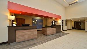 Lobby - Holiday Inn Express Milford