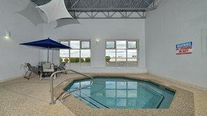 Pool - Holiday Inn Express Milford