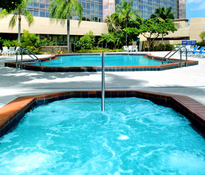 Pool - DoubleTree by Hilton Hotel Airport Miami