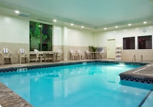Pool - Holiday Inn Express Hotel & Suites South Akron
